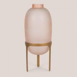 Vase en verre rose sur pied doré
