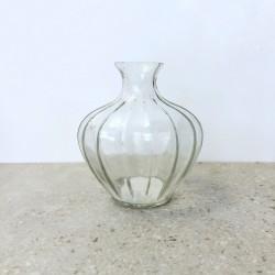 Vase rond en verre strié