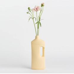 Vase bouteille en porcelaine jaune N°3