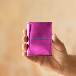 Porte cartes en cuir magenta