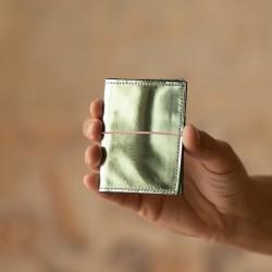 Porte cartes en cuir vert pastel